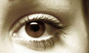 Царапина на роговице глаза: что делать и как лечить