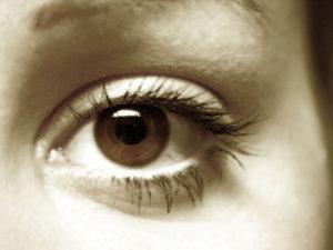фото глаза девушки