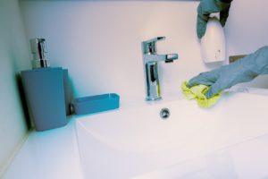 влажная уборка в ванной