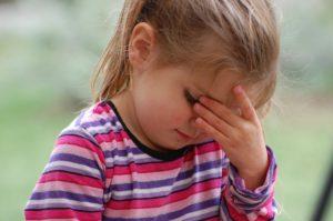 головная и глазная боль у девочки при аккомодации