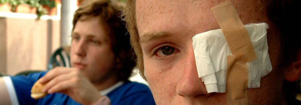 фото глазной повязки