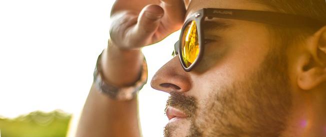 фото человека в солнцезащитных очках