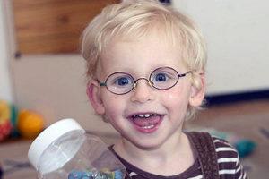 фото близорукого мальчика в очках