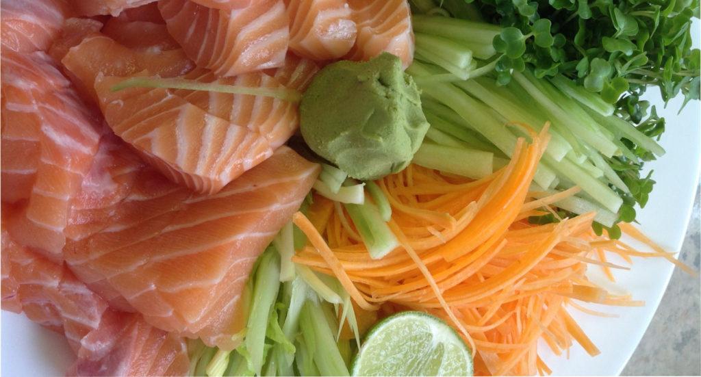 красная рыба с зеленью