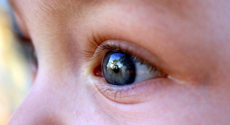 фото глаза ребенка